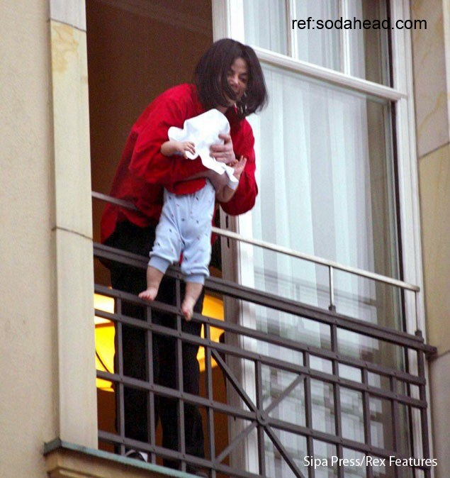 Michael Jackson Balcony baby treat